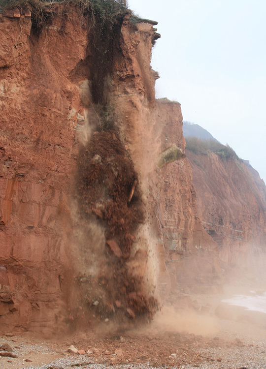 Sequence of rock fall observed by local resident. (Photo: © Eve Mathews).