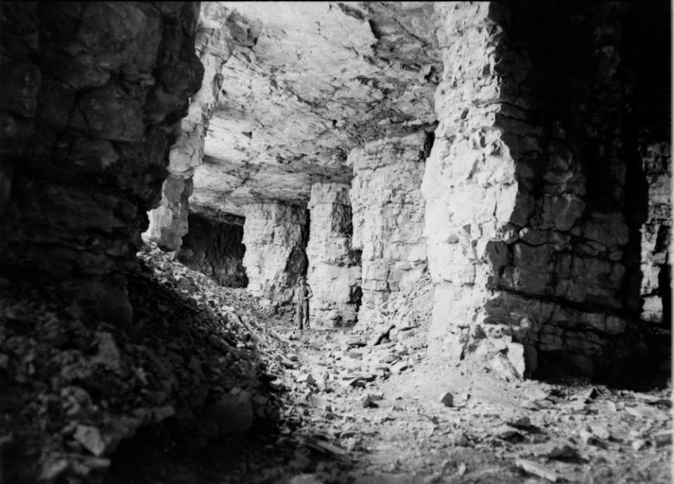 Middleton limestone mine, Midlothian, showing pillar-and-stall extraction (1945).