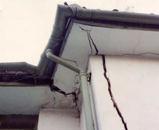 House damage caused by heave (end-lift)